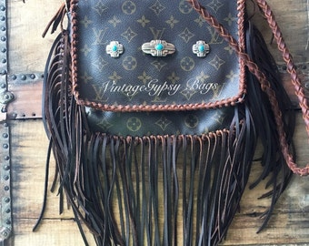 Gorgeous crossbody with a touch of turquoise!