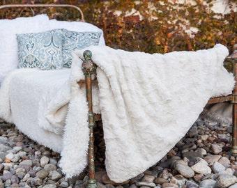 White Throw Blanket, Off White, Faux Fur Throw Blanket, Throw, Blanket, Cozy Blanket, Gift for Mom, Home Decor