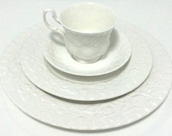 Vintage Royal Albert 5-piece dinner set, Old English Garden, (no trim) bone china,