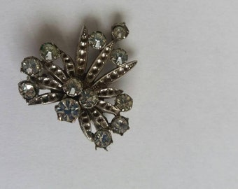 Art decco style silver tone brooch with Lovely stones in great condition
