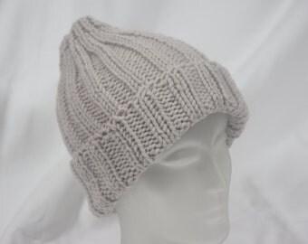 Warm, platinfarbene cap fits head size 52 cm - 56 cm (20.5 inch - 22.1 inches)