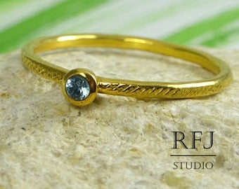 Natural Swiss Topaz Dainty Textured Gold Ring, 2mm December Birthstone 24K Yellow Gold  Stacking Ring, Round Cut Blue Topaz Gold Ring