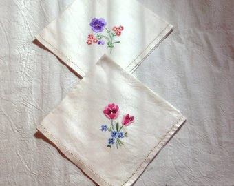 Vintage pair of cream linen napkins with hand embroidered flowers