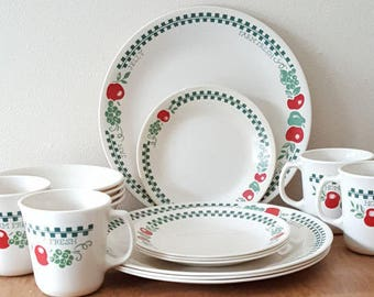 Corelle Farm Fresh 16 Piece Set~4  Dinner Plates 4 Cereal Bowls 4 Bread Butter Plates and 4 Corning Mugs~Red and Green Check on Ivory