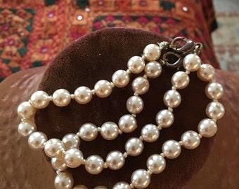 2 lovely vintage 1950s faux pearl bracelets