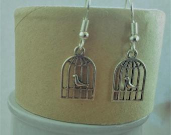 Silver coloured birdcage earrings / Boucles d'oreilles volière cage d'oiseaux