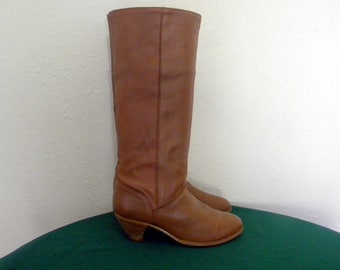 Vintage 1970s-Frye boots- Women boots Sz 8.5- tall brown leather boots-walking boots.