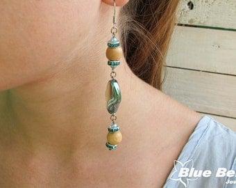Beaded earrings, wood beads earrings, glass beads earrings, beads earrings, pearl color earrings, green earrings, wooden beads earrings