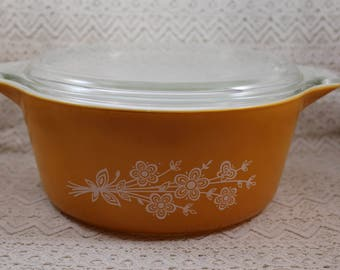 Pyrex 475, Butterfly Gold Casserole Dish with Lid, 2.5 Qt., Floral Design, #475 B, Pyrex Casserole with Lid, Baking Dish with Lid