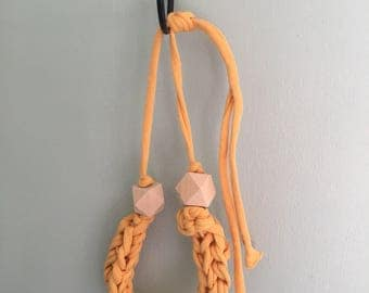 T shirt yarn crochet necklace