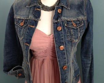 Jeans jacket, size SP ,denim jacket, weekend jacket, distressed jacket, classic jeans jacket, lightweight jacket