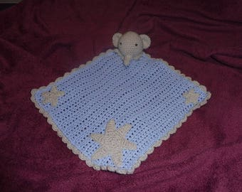 Flat blanket with elephant crochet tet