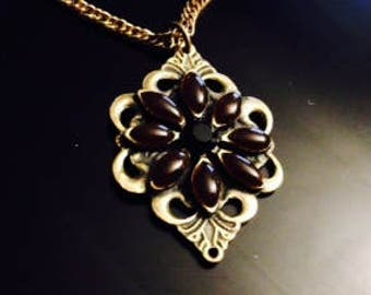 Beautiful Vintage Brown And Black Stone Pendant Necklace