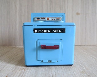 Vintage metal dolls house kitchen range cooker. Dolls house kitchen furniture. Unique and collectable. Free shipping to UK