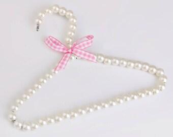 White pearl hanger