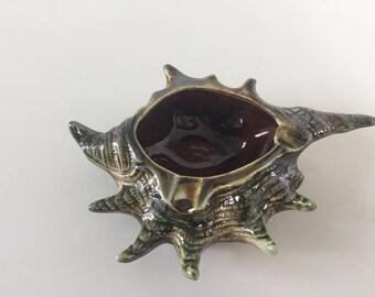 Ashtray kitsch enamelled ceramic shell