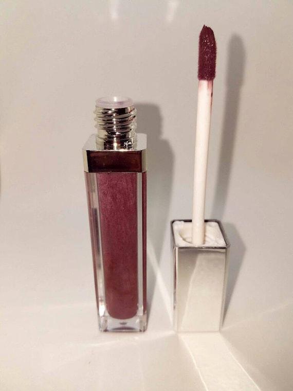 Burgundy Matte Stiletto Nails With Glossy Tips: Burgundy Dream Liquid Matte Finish Lipstick