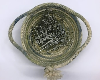 Miniature rope bowl with handles