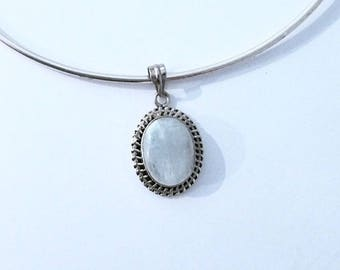 925 Silver sterling ornement pendant and Moonstone