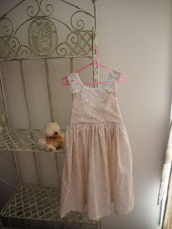 Pale pink flowered full length dress with Crochet collar Size 4