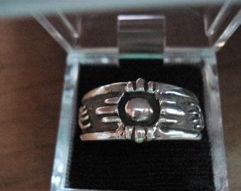 Mens Silver ring with bear paws on each side and center sun