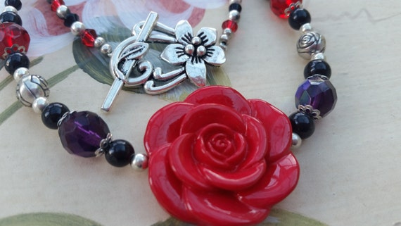 Red rose beaded necklace with flower toggle clasp