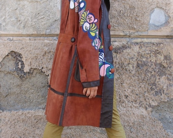 Manteau en cuir paint à la main de fleurs russes folklorique