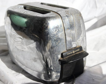 SALE! 25% discount. Vintage General Electric Toaster