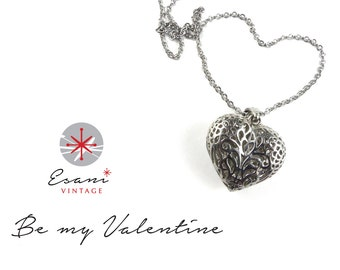 Heart necklace silver tone from the 1990's, costume jewellery, vintage, necklace, heart pendant, silver colour heart.
