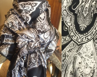 Black and White Paisley Wild Rag