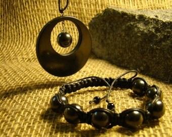 Shungite set pendant and bracelet made of beads from Karelia.