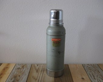 1962 Vintage Green Stanley Super Vac Thermos 9N44 Quart Size w/ Original Cork and Metal Cup