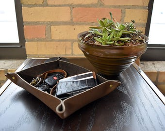 Custom Leather Valet Tray. Personalized Full Grain Leather Catchall. Catch All. Desk Organizer Tray, Catch all, Storage Tray for Keys, Coins
