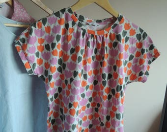 FREE SHIPPING - MARIMEKKO Pink, orange and khaki flower t-shirt, size M