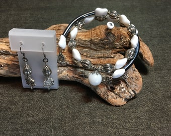 Large Memory Wire Bracelet in White and Antique Silver