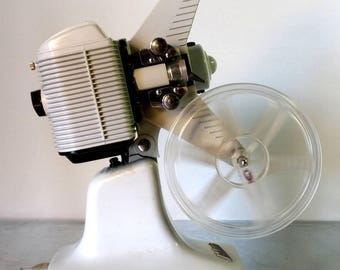 Mid century Nilus 8mm projector