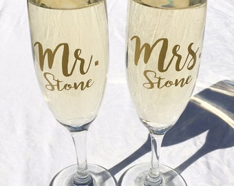 Set of 2 Mr. and Mrs. Personalized Champagne Toasting Flutes, Wedding Toasting Glasses, Gold, Silver, Wedding Gift, Choice of Font