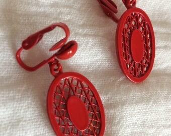 Scarlet Red Oval Lattice Clipon Earrings