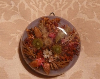 Vintage, dried flowers wall plaque