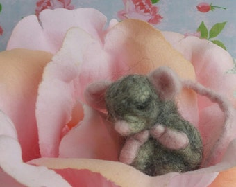 Needle Felted- Handmade felted mouse- Felted mouse- Sleeping mouse- gift-Grey mouse- Miniature mouse- Wool- Rosetreefeltgarden