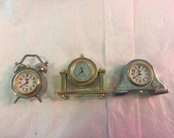 Set of three miniature clocks