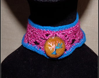 Necklace in cotton crew neck pink and blue with a tree of life Medallion