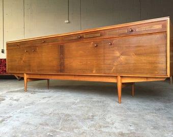 Mid Century Modern Credenza / Sideboard