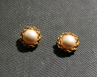 Vintage round clip on earrings