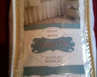 Vintage Chic Eyelet Queen Sized Ruffled Bedskirt - White