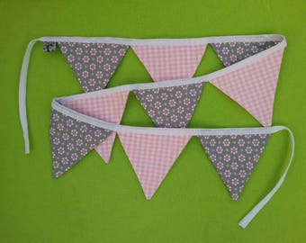 Pennant chain pink grey, 9 pennants