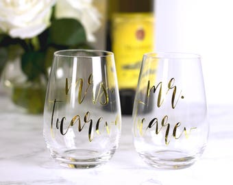 Mr and Mrs Wine Glasses - Personalized Wine Glass - Stemless Wine Glasses - Wedding Gift - Engagement Gift - Mr and Mrs Personalized Glasses
