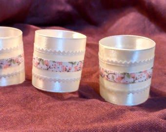 6 White-Napkin-Rings  שישה חבקים מסאטן לבן  ועיטור פרחוני עדין