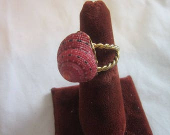 Vintage Gold Tone Exotic Seashell Statement Costume Ring. Size 6.5