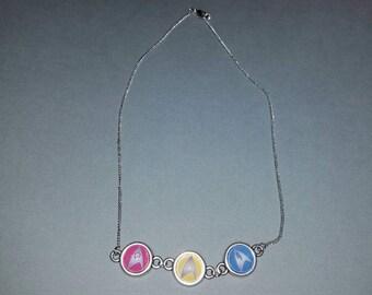 Star Trek insignia necklace. Badge